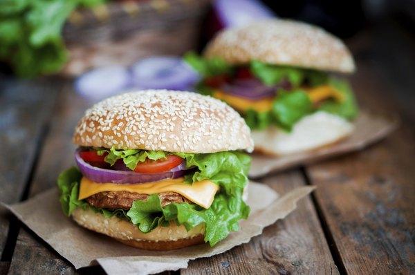 Se você não pode ficar longe do hambúguer, opte por versões light