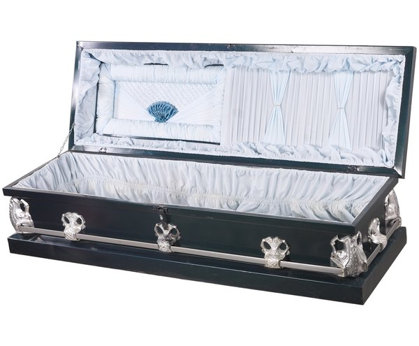 What Is a Mortician in a Morgue? - Woman