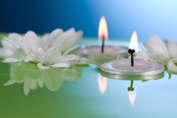 How To Create A Centerpiece Using Tea Lights In Water   Home Guides   SF  Gate Idea