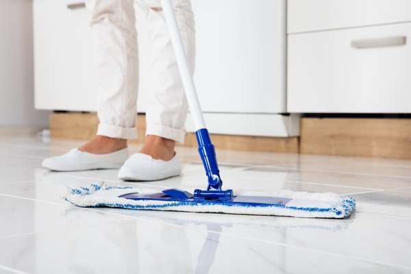 Astounding How To Use Vinegar For Cleaning Porcelain Or Tile Floors Home Interior And Landscaping Ologienasavecom