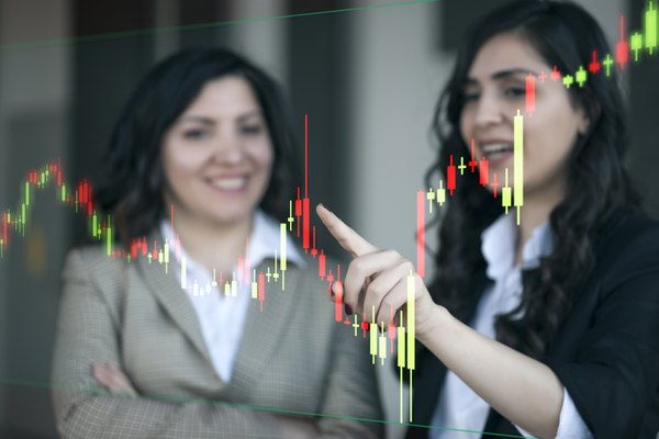 Differences Between a Stockbroker & a Financial Analyst