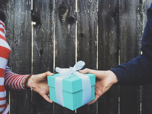 the tax benefits of gifts vs donations budgeting money