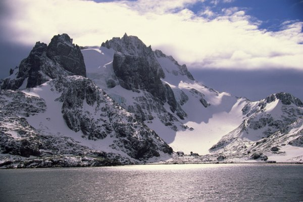Antarctica has many glacial and subglacial mountains.