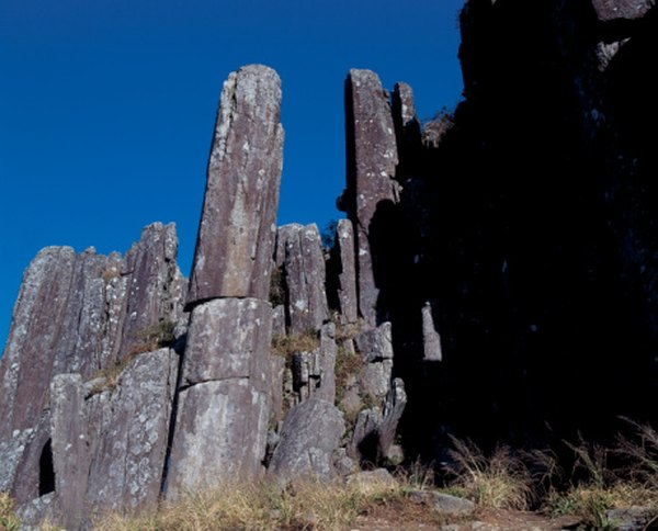 Basalt flooded from volcanic vents cools in columnar formations.