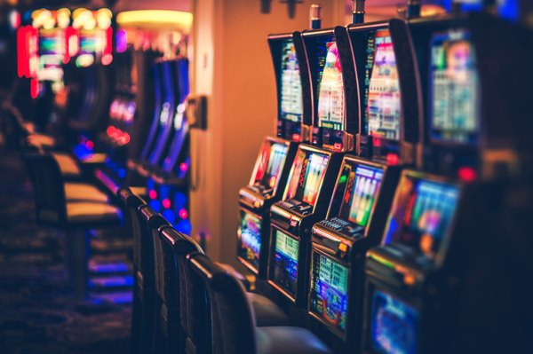 How Much State & Federal Tax Is Withheld on Casino Winnings?
