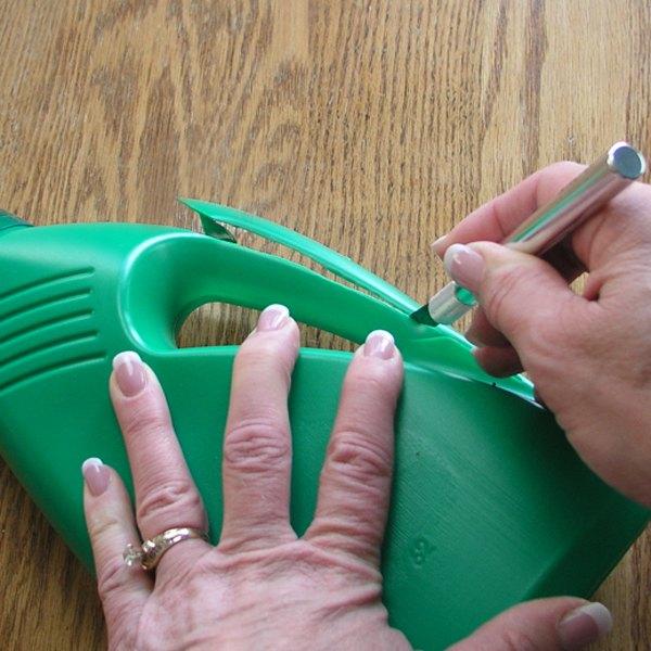 Faça as aberturas com um estilete