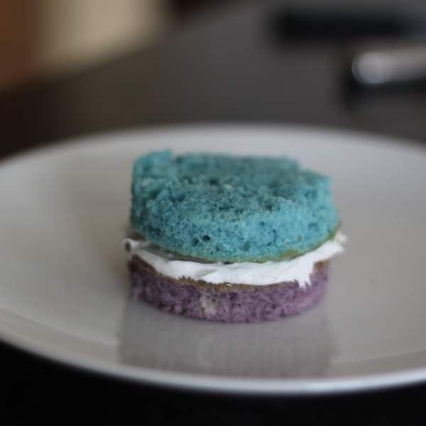 Empilhe camadas de bolo, utilizando as seis cores