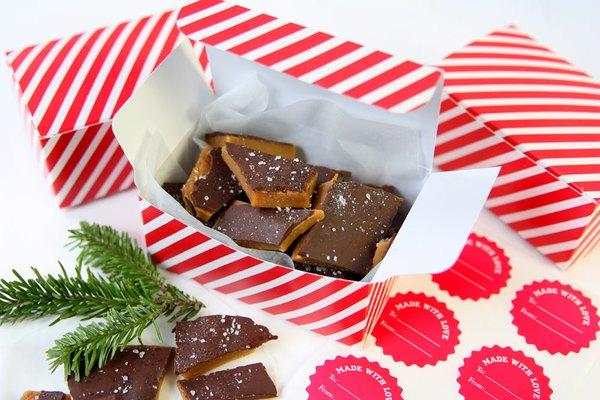 Embale o caramelo em caixas fofas