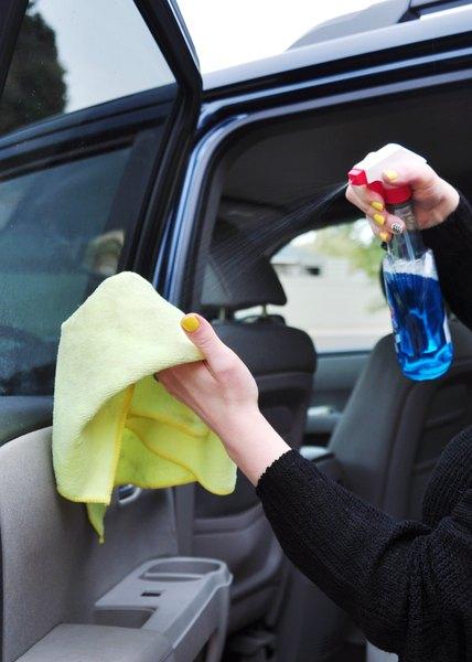 Lenços umedecidos podem ser úteis na limpeza de janelas