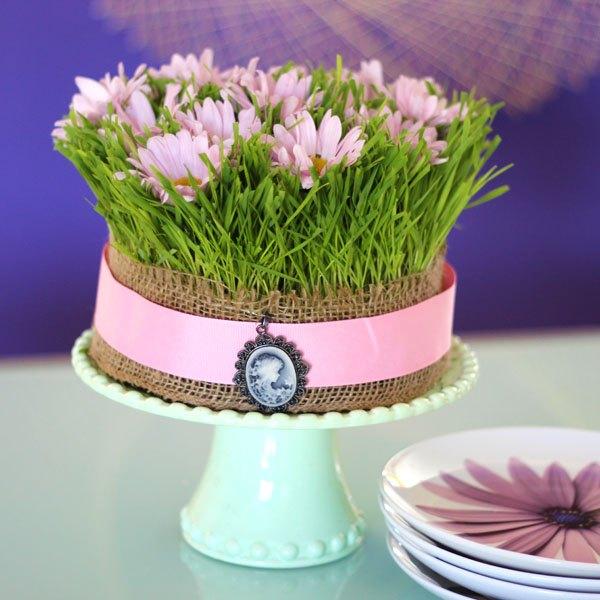 Este arranjo de bolo de decoração é maravilhoso!