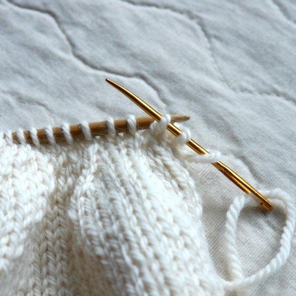 Feche a cabeça com uma agulha de tapeçaria