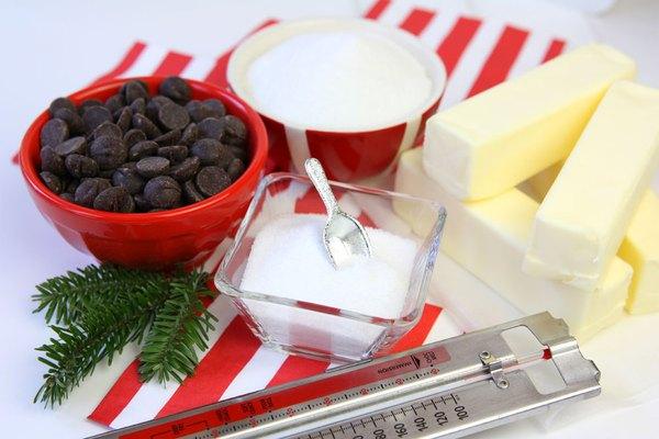 Ingredientes para fazer o caramelo de chocolate e sal marinho