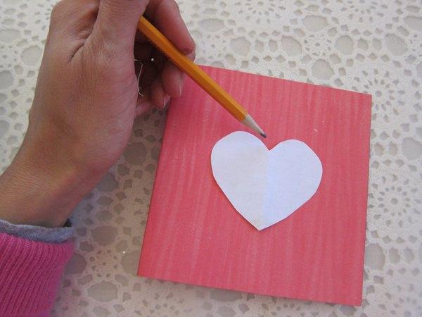 Desenhe o coração na frente do cartão