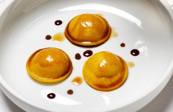 Su chef, Massimo Bottura, ha construido un menú profundamente italiano.