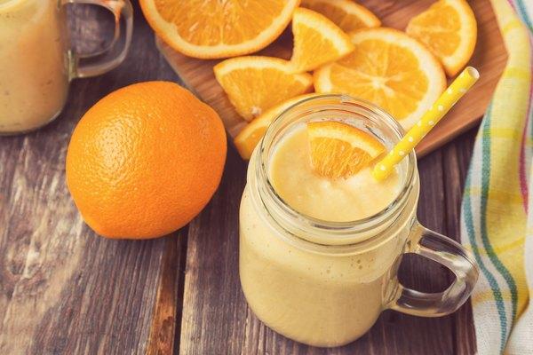 Batidas de laranja são fáceis de fazer e muito saborosas