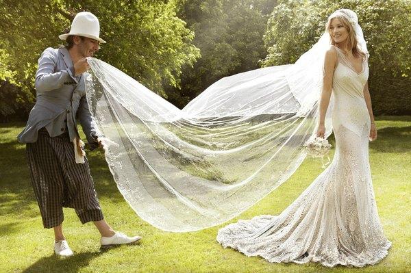 El mejor vestido de John Galliano fue el que diseño para la boda que Kate Moss.