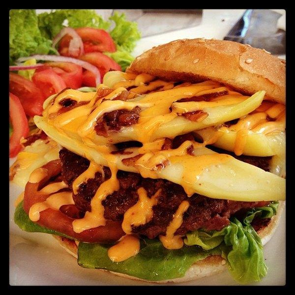 La Burguesía es un local de hamburguesas de Santiago de Chile.
