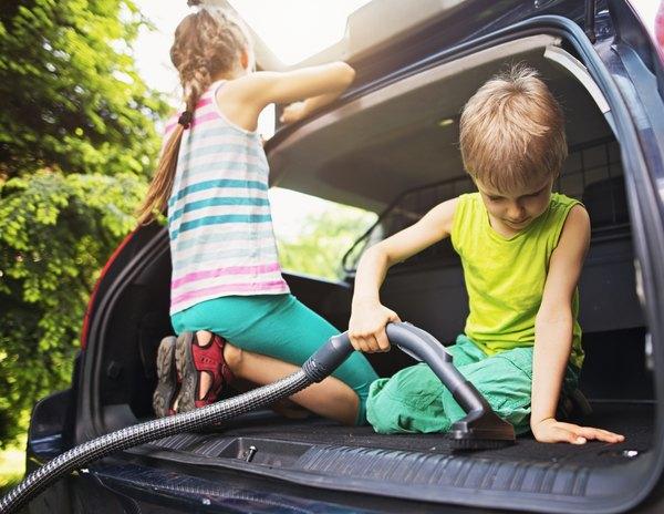 Aprenda alguns truques para limpar o carro