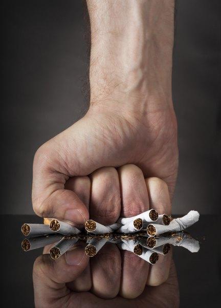 O cigarro causa danos às artérias e altera o funcionamento do corpo