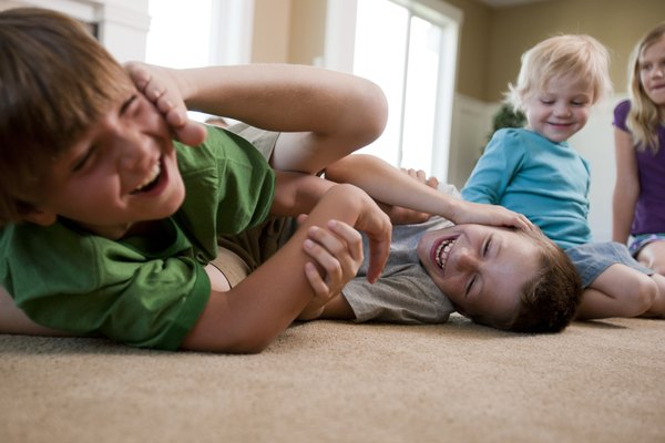 Cuando tus amigos se porten mal contigo, sabes que puedes recurrir a tu hermano mayor.