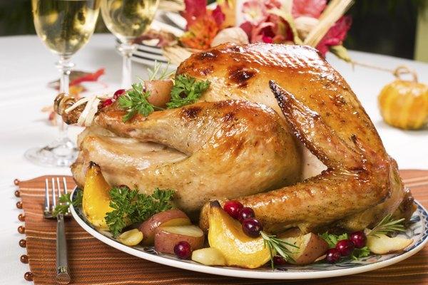 A carne de peru é uma ótima fonte de proteína animal com baixos níveis de gordura e colesterol