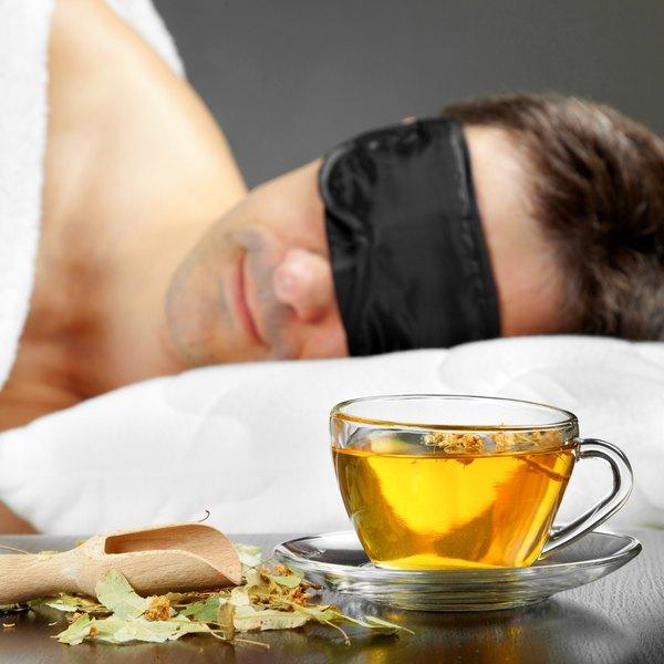 Beber chá morno antes de dormir aumenta a sensação de conforto