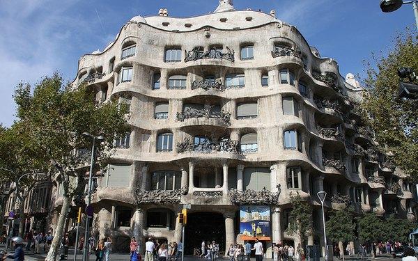 Famoso edificio de Barcelona diseñado por Gaudí.