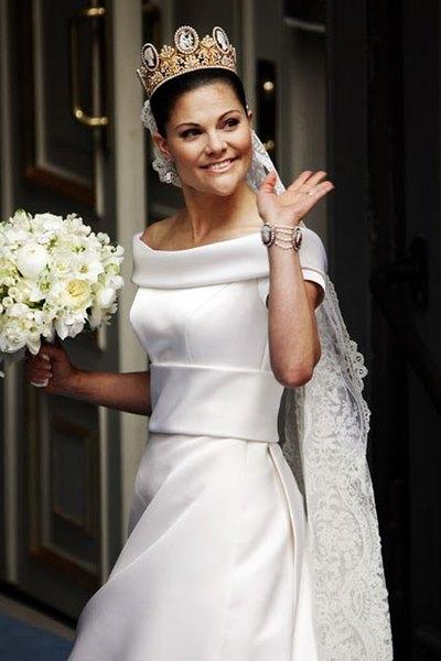 El vestido de la Princesa Victoria se destaca por su sencillez y elegancia.