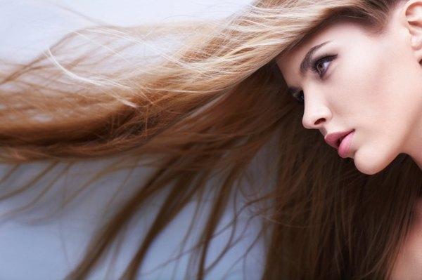 ¿Buscas que tu cabello se vea brillante y sedoso? Puedes realizarte tratamientos naturales.