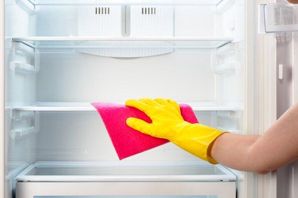 Limpe a geladeira com bicarbonato de sódio