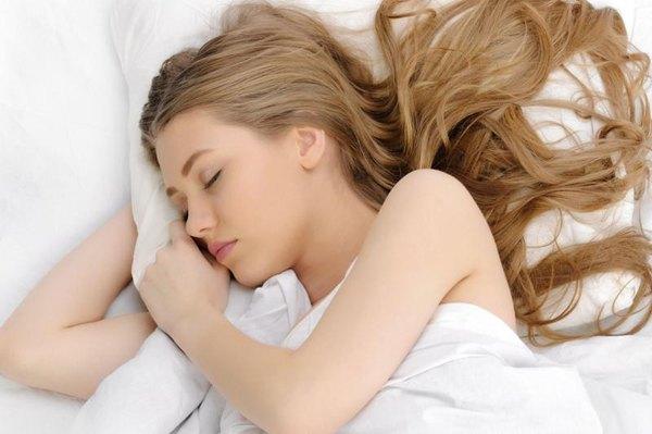 Deja tu cabello suave y sedoso usando una funda de satén.