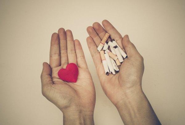 24 horas depois de deixar de fumar, começa a diminuir o risco de se ter um enfarto cardíaco