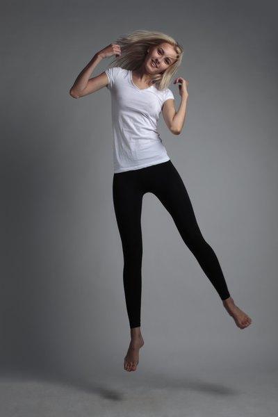 Reciclar uma camiseta tem suas vantagens: nos obriga a estimular nossa criatividade no momento em que criamos uma nova peça personalizada