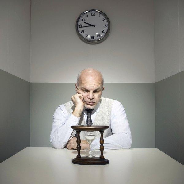 Para controlar o tempo, o homem criou diversos tipo de relógios: de sol, de água, de areia, de bolso, de pulso e, finalmente, digital
