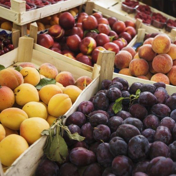 Compre as frutas da época para poupar dinheiro