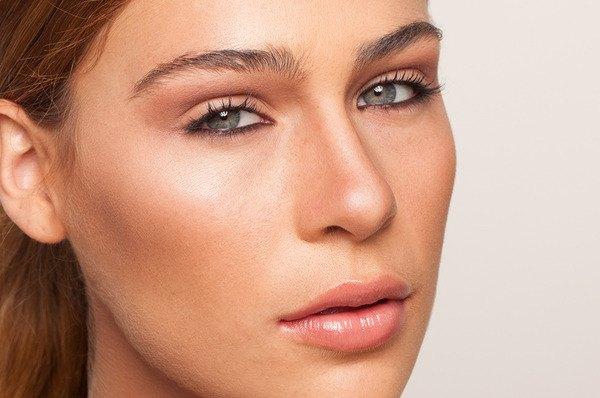 Cómo realizar la técnica contouring de maquillaje en seis pasos.