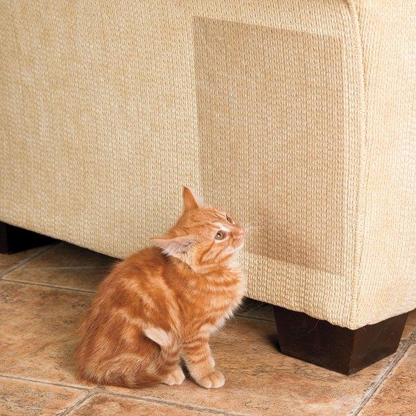 Las cintas anti-rasguños evitan que tu gato despedace tus muebles.
