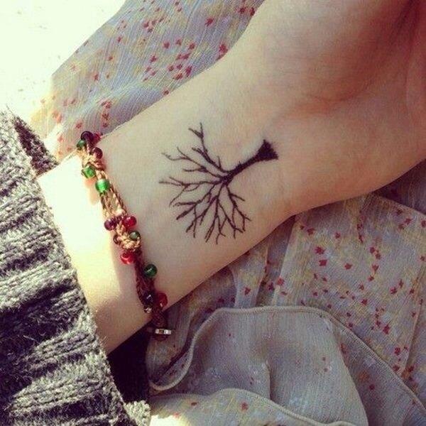 Este pequeño y simple tatuaje tiene un profundo significado.