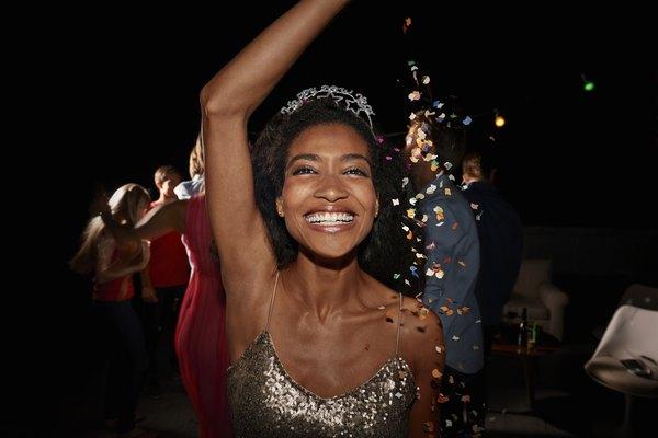 Encuentra la inspiración en estos 10 looks divinos para año nuevo para lucir fantástica en esa noche tan especial.