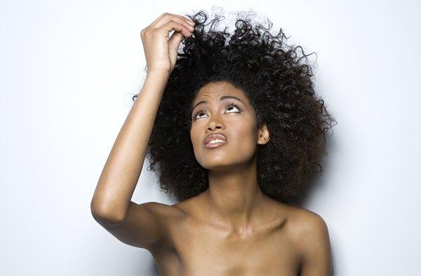 Um condicionador sem enxágue deixa seu cabelo mais brilhoso