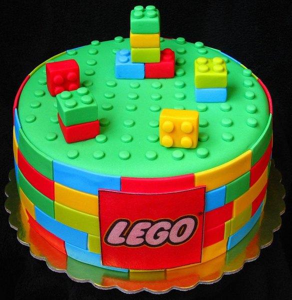 Este pastel es un homenaje a los famosos bloques de construcción.