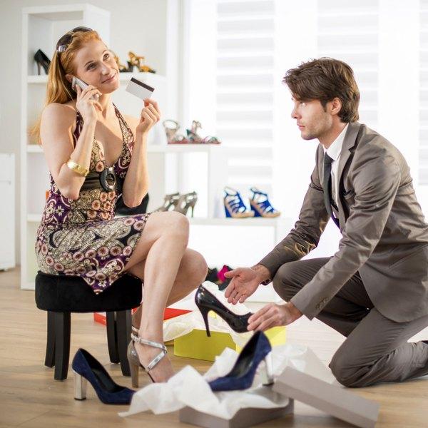 """Apesar de algumas discordâncias, a palavra """"sapato"""" costuma ser ligada ao árabe: """"sabbat"""", que significa """"calçado"""""""