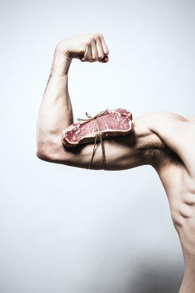 Uma boa alimentação é fundamental para o crescimento muscular