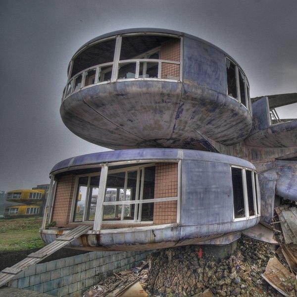 A demolição de San Zhi foi iniciada em 2008, à revelia de uma petição virtual que pedia a preservação de um dos edifícios para fins turísticos