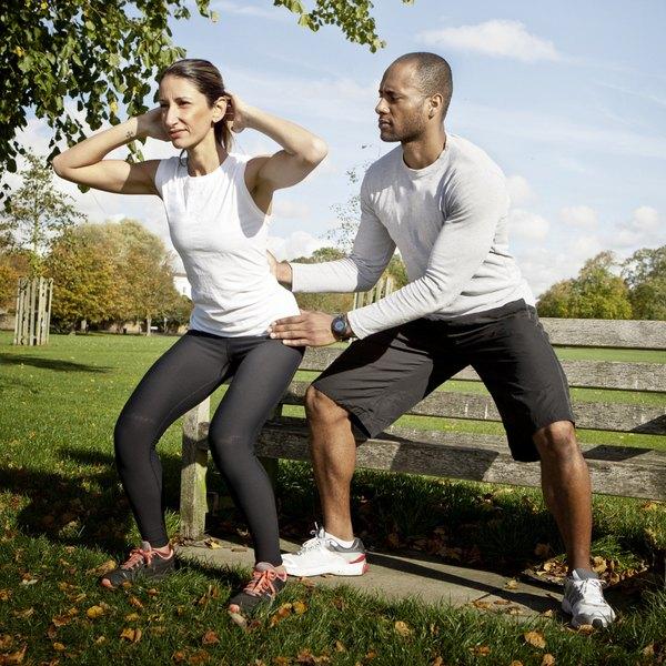 O agachamento é um exercício isométrico clássico, mas deve-se ter cuidado com a postura, se você quiser evitar lesões