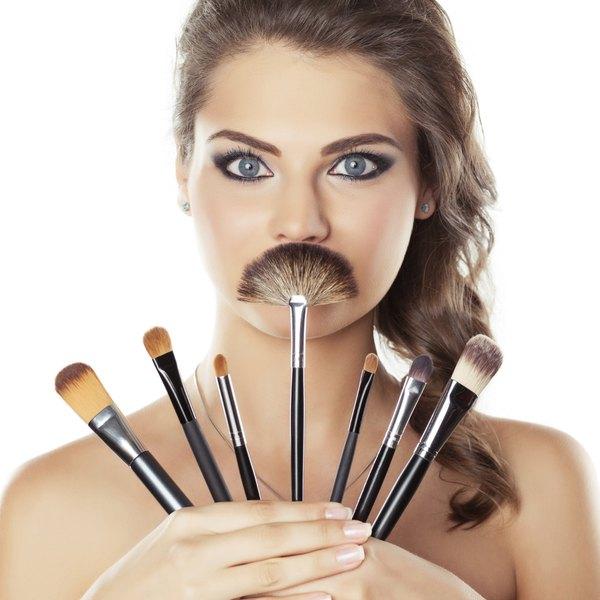Os primeiros indícios de maquiagem em uma sociedade datam de 3.000 antes de Cristo, no Egito Antigo