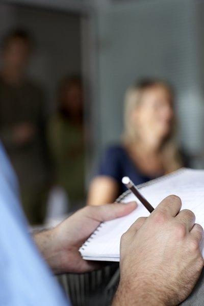 Fazer anotações enquanto alguém conversa conosco causa a sensação de que as ideias transmitidas foram reprovadas