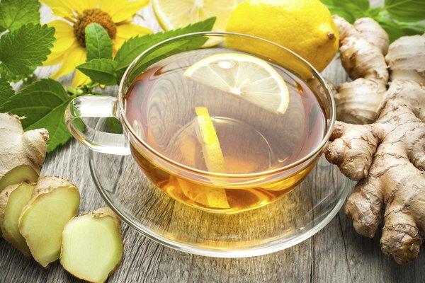 O chá de gengibre com mel ajuda a amenizar os efeitos da má alimentação