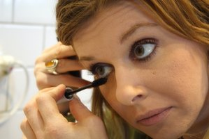 How To Get Waterproof Liquid Eyeliner Off Without Makeup Remover ...