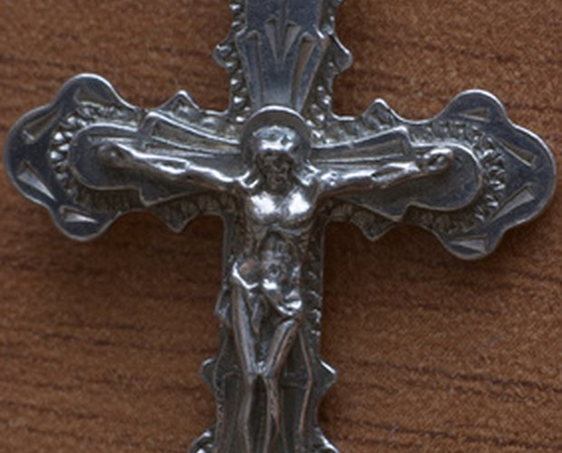 The Proper Way to Wear a Ring with a Cross   LEAFtv